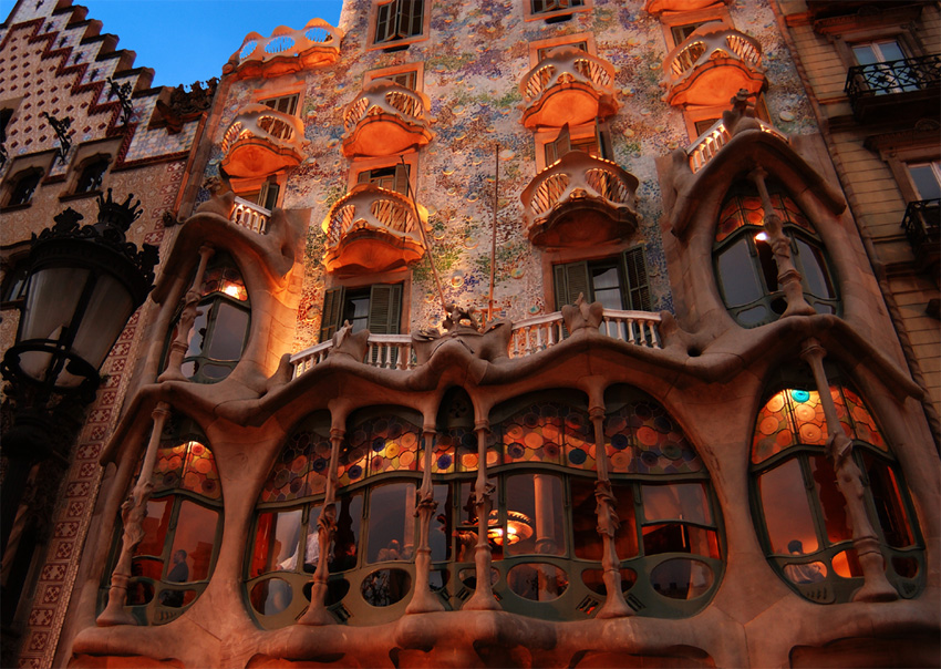 Nietzsche t s eliot and antoni gaudi - Art nouveau architecture de barcelone revisitee ...